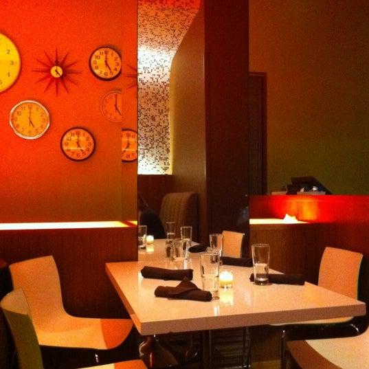 Foto diambil di The Corner Office Restaurant & Martini Bar oleh Jenn D. pada 11/13/2011
