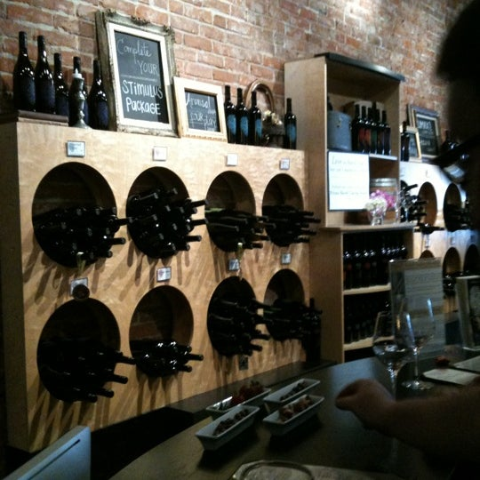 2/13/2011 tarihinde Pappy O.ziyaretçi tarafından Thumbprint Cellars Tasting Room & Art Gallery'de çekilen fotoğraf