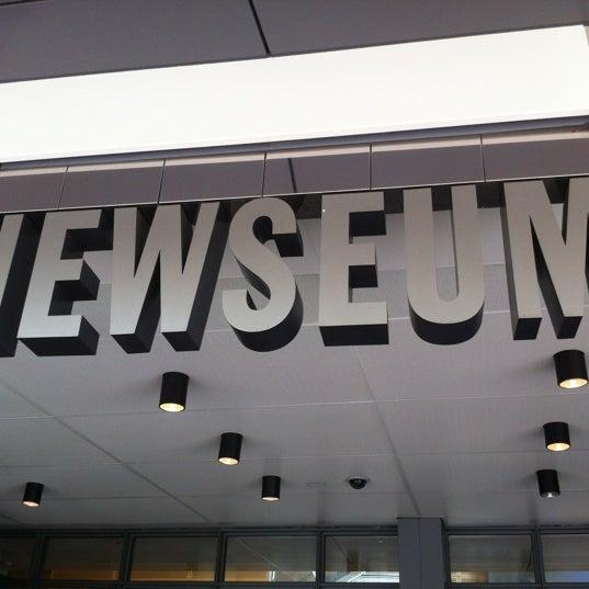 Снимок сделан в Музей журналистики и новостей пользователем Ellie B. 7/10/2012