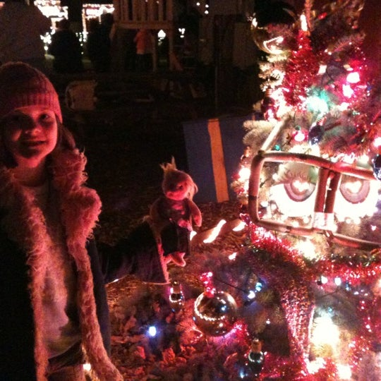 Overlys Country Christmas.Photos At Henny Hemlock At Overly S Country Christmas