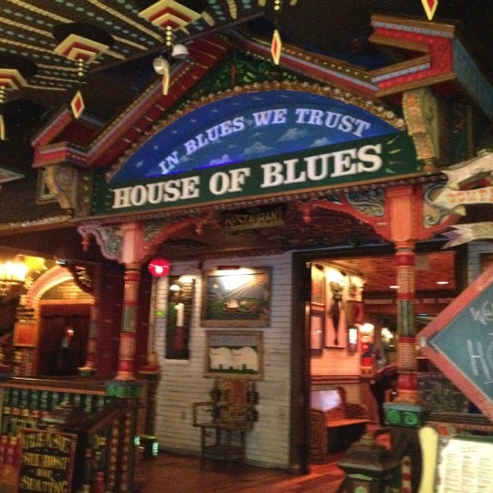 Foto diambil di House of Blues oleh Zubin S. pada 8/23/2012