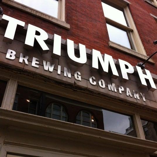 6/1/2012 tarihinde Steven Z.ziyaretçi tarafından Triumph Brewing Company'de çekilen fotoğraf