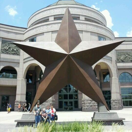 7/14/2012 tarihinde Dorie G.ziyaretçi tarafından Bullock Texas State History Museum'de çekilen fotoğraf