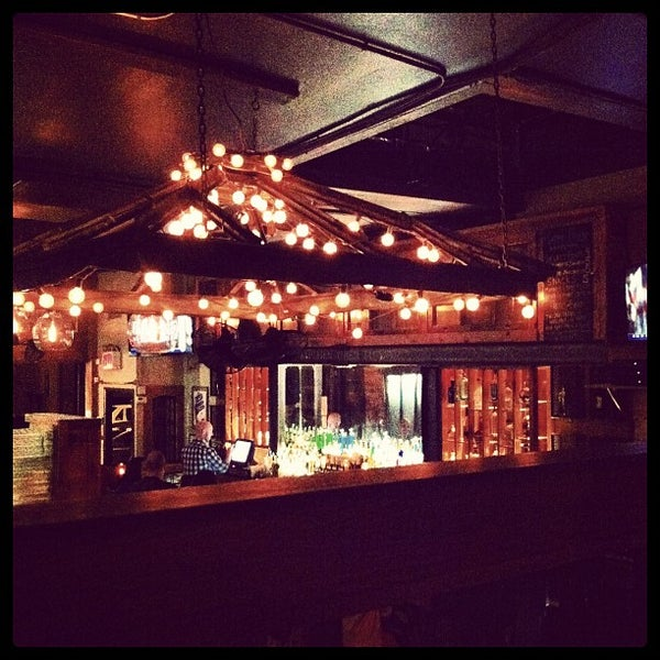 5/20/2012 tarihinde FernFernziyaretçi tarafından Two Door Tavern'de çekilen fotoğraf