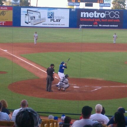 Photo prise au Cashman Field par Ashley N. le6/5/2012