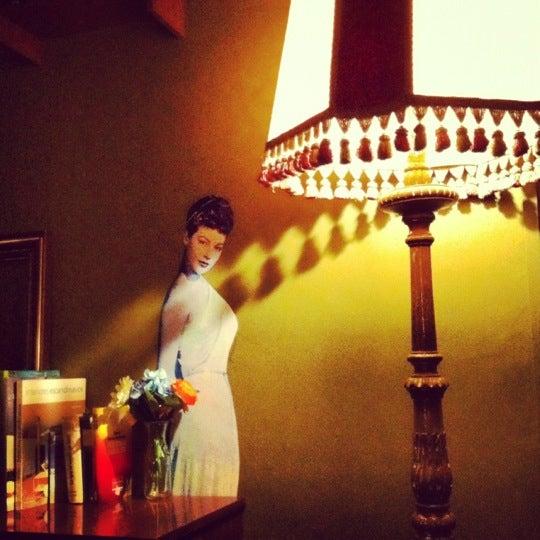 Foto diambil di Foxy Bar oleh iki b. pada 4/20/2012