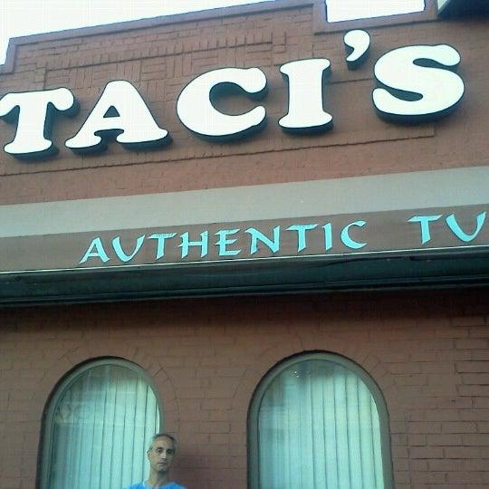 Das Foto wurde bei Taci's Beyti Restaurant von Edd_Love am 6/16/2012 aufgenommen