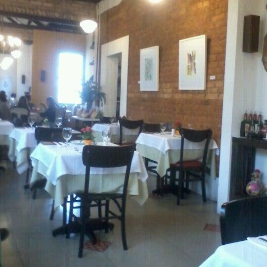 Foto tirada no(a) Zeffiro Restaurante por Augusto M. em 6/15/2012