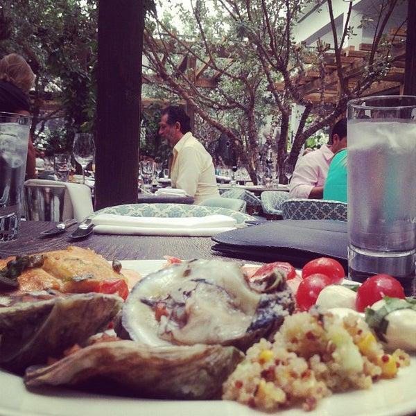 รูปภาพถ่ายที่ Cecconi's Miami Beach โดย Myk L. เมื่อ 5/27/2012