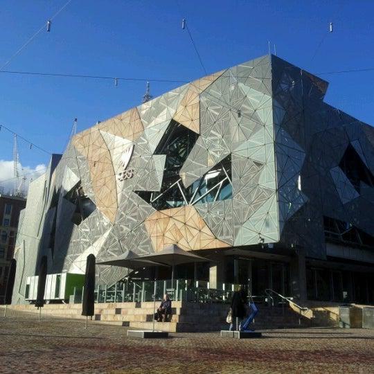 รูปภาพถ่ายที่ Federation Square โดย FELIX G. เมื่อ 9/13/2012