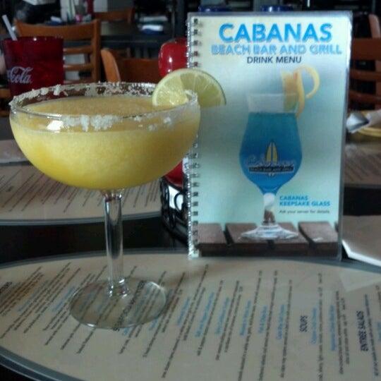 Foto tomada en Cabanas Beach Bar and Grill por Bridget S. el 7/1/2012
