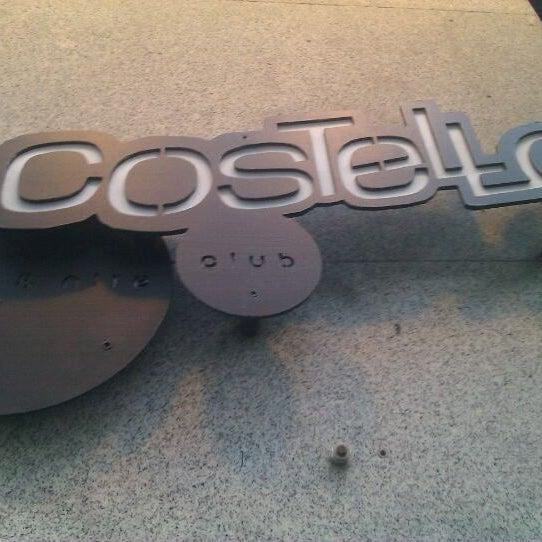 รูปภาพถ่ายที่ Costello Club โดย jaime e. เมื่อ 5/28/2012