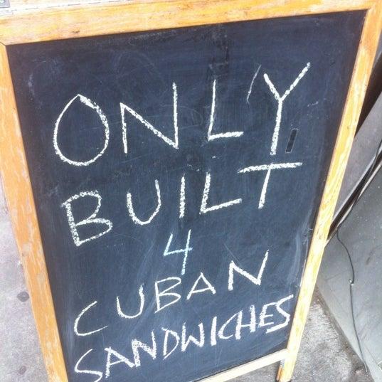 Foto tirada no(a) JoeDough Sandwich Shop por Anil D. em 7/19/2012