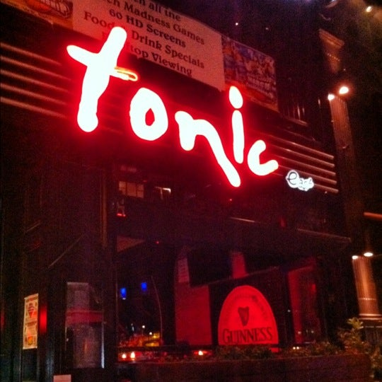 Photo prise au Tonic East par MaRiNi🌷 A. le3/20/2012