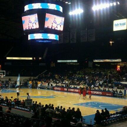 รูปภาพถ่ายที่ Allstate Arena โดย Omar O. เมื่อ 6/2/2012