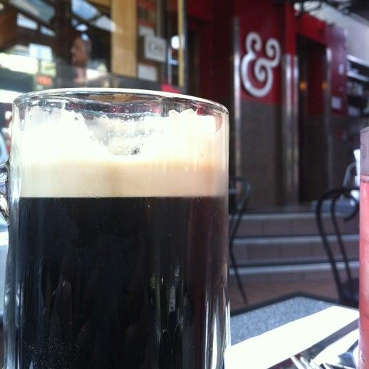 Photo prise au Kramerbooks & Afterwords Cafe par Ben W. le6/21/2012