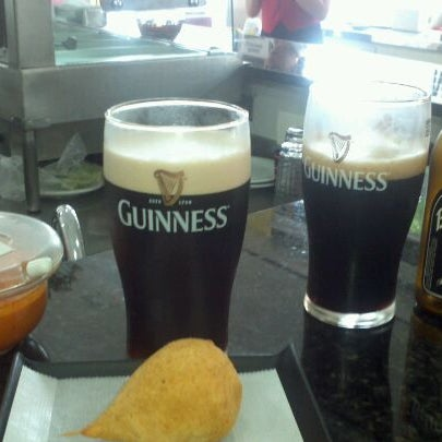 Coxinha de manjericão, de outro mundo!! Pra acompanhar, uma bela Guinness.