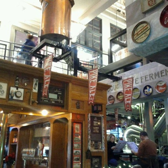 Photo prise au Pike Brewing Company par Janine A. le12/17/2011