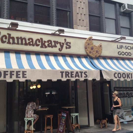 รูปภาพถ่ายที่ Schmackary's โดย Jonathan L. เมื่อ 8/5/2012