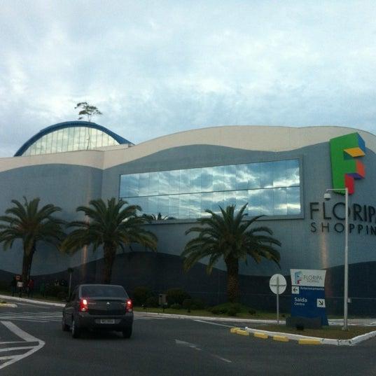 Снимок сделан в Floripa Shopping пользователем Carolina L. 7/22/2012