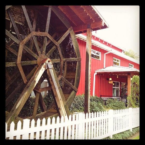 รูปภาพถ่ายที่ Bob's Red Mill Whole Grain Store โดย Matt D. เมื่อ 10/28/2011
