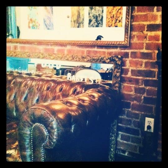 Das Foto wurde bei Lenox Coffee von Tiffany K. am 4/11/2012 aufgenommen