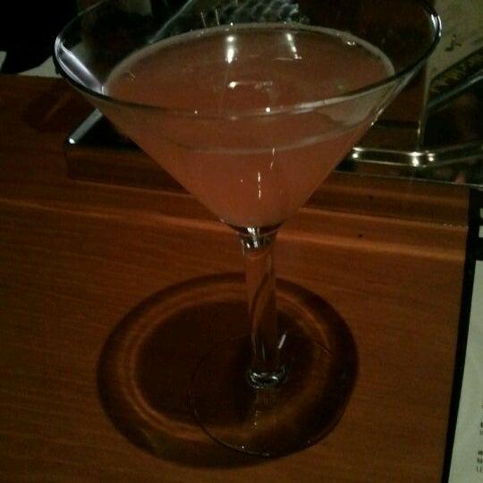Foto diambil di The Corner Office Restaurant & Martini Bar oleh Katy Beth A. pada 1/11/2012