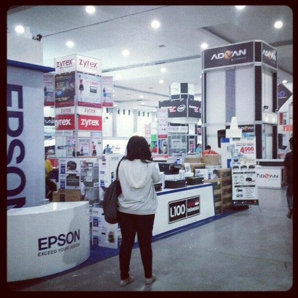 Das Foto wurde bei Jogja Expo Center (JEC) von Yunan M. am 5/4/2012 aufgenommen