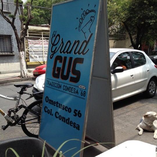 รูปภาพถ่ายที่ Tacos Gus โดย Francisco A. เมื่อ 6/23/2012