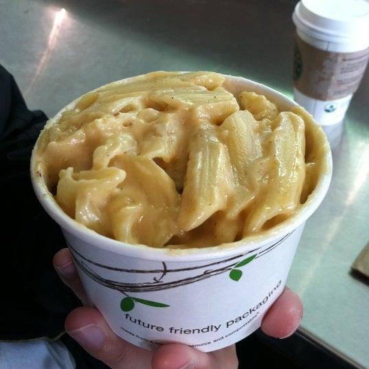 Das Foto wurde bei Beecher's Handmade Cheese von Cozy am 6/1/2011 aufgenommen