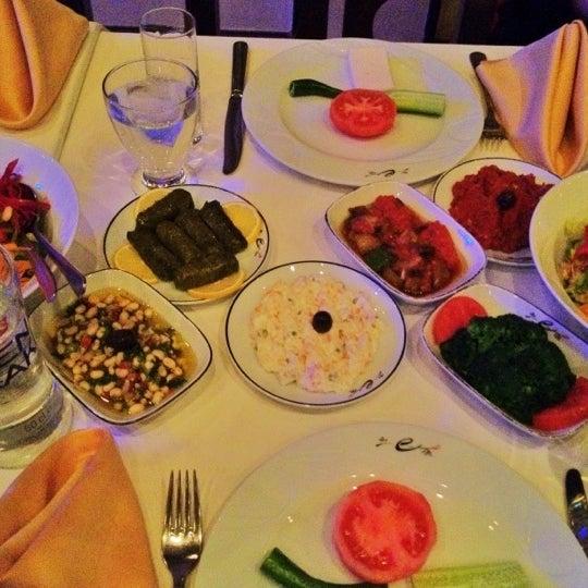 รูปภาพถ่ายที่ Endülüs Meyhanesi โดย Can K. เมื่อ 3/15/2012