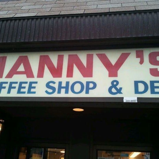 Foto diambil di Manny's Cafeteria & Delicatessen oleh Jacob S. pada 12/27/2011