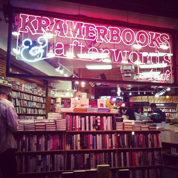 Photo prise au Kramerbooks & Afterwords Cafe par Amanda S. le5/18/2012