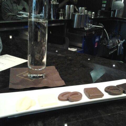 4/13/2012 tarihinde Katie K.ziyaretçi tarafından Co Co. Sala'de çekilen fotoğraf