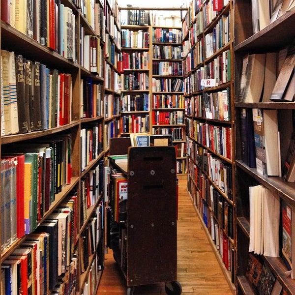 Das Foto wurde bei Strand Bookstore von Steven L. am 5/1/2012 aufgenommen