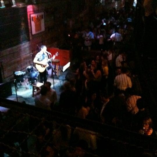 9/6/2012 tarihinde Marisa M.ziyaretçi tarafından Kia Ora Pub'de çekilen fotoğraf