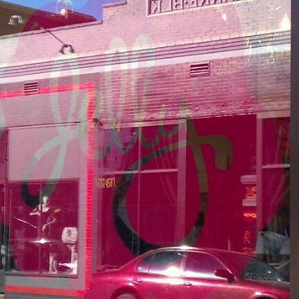 รูปภาพถ่ายที่ Jelly Cafe โดย Taylor M. เมื่อ 10/23/2011