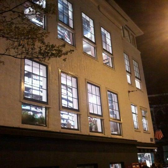 Foto tirada no(a) The American Book Center por leonard e. em 11/12/2011