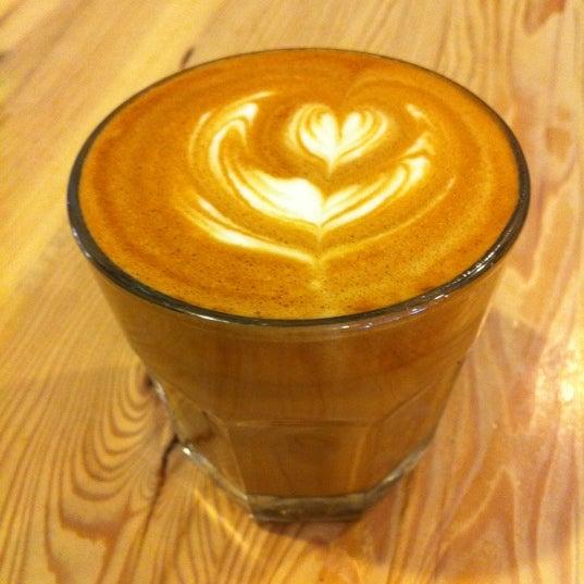 Foto tirada no(a) Ipsento Coffee House por Linda A. em 6/2/2011
