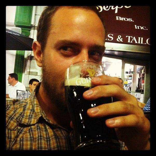 Foto tirada no(a) Tigin Irish Pub por Harry W. em 7/1/2012