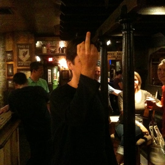 Foto tirada no(a) Tigin Irish Pub por Nigel B. em 9/2/2011