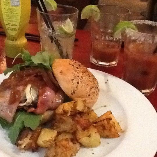 Foto scattata a Milk Bar & Bistro da Esther G. il 9/1/2012