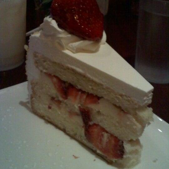 Foto tomada en Heaven Sent Desserts por Julie G. el 2/19/2012