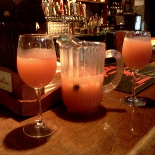 9/1/2012 tarihinde Kristen G.ziyaretçi tarafından Royal Oak Bar and Grill'de çekilen fotoğraf