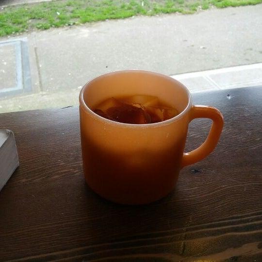 4/27/2012 tarihinde Shauna S.ziyaretçi tarafından Analog Coffee'de çekilen fotoğraf