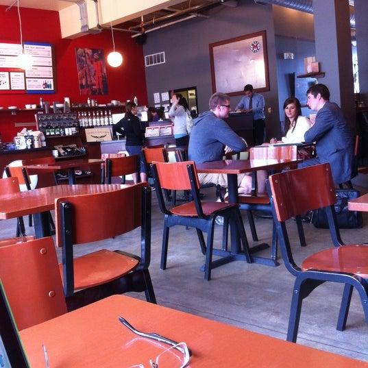 Foto tomada en Mars Cafe por Don W. el 6/15/2011