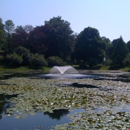 Foto tomada en Green-Wood Cemetery por roo k. el 5/31/2011