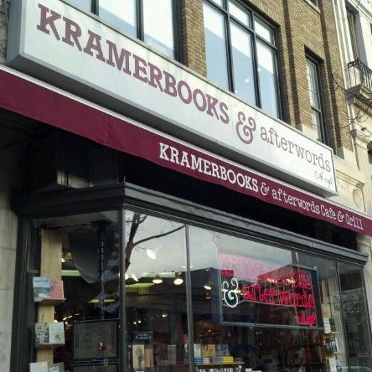 Photo prise au Kramerbooks & Afterwords Cafe par Tauhid C. le12/20/2011