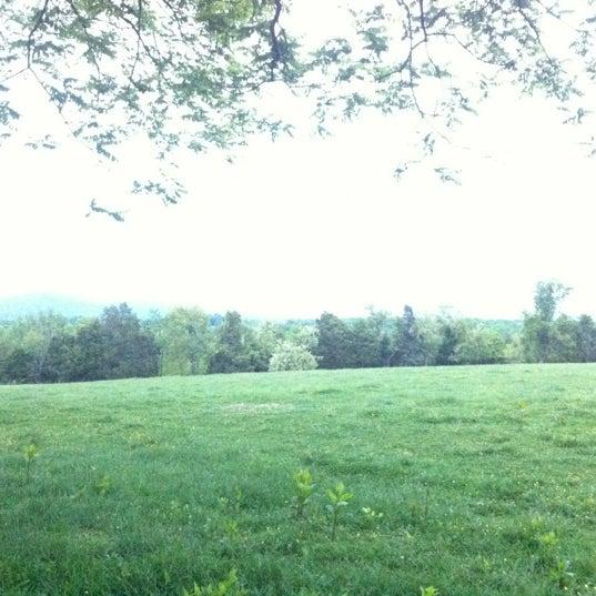 Photo prise au James Monroe's Highland par Joy D. le4/26/2012