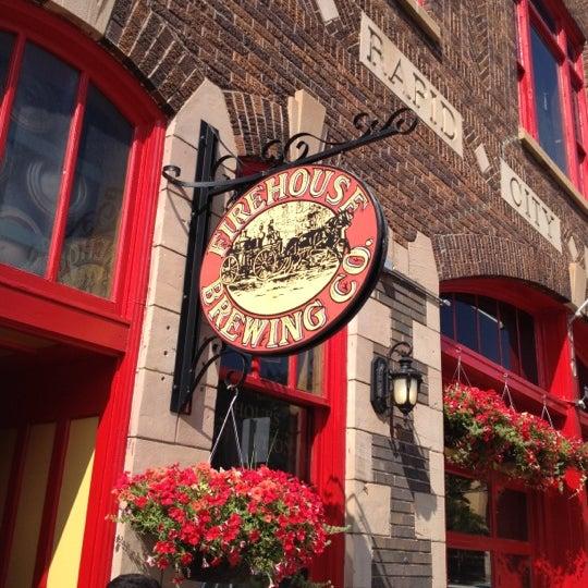 รูปภาพถ่ายที่ Firehouse Brewing Company โดย Shari S. เมื่อ 7/4/2012